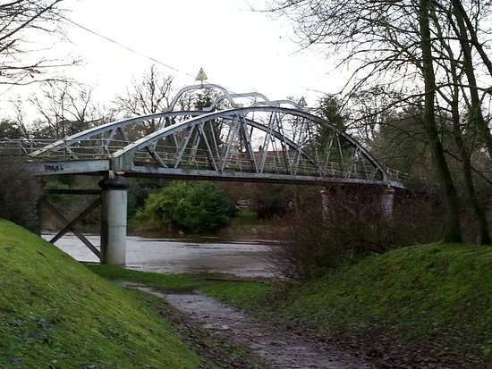 ‪Bond's Bridge‬