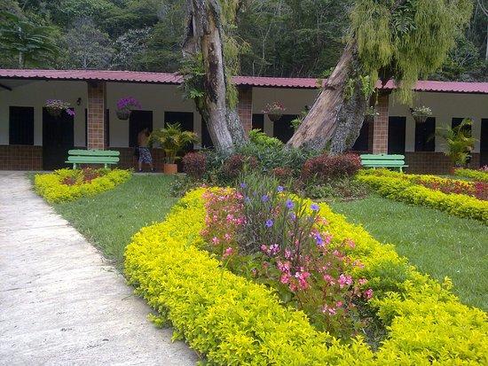 Jardines hermosos picture of los arrayanes centro recreacional cali tripadvisor for Jardines bonitos