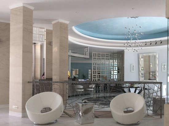 La Mer Deluxe Hotel, Spa Resort & Conference Center: Hotel reception