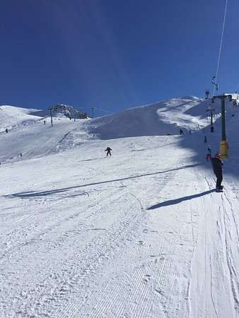 Saint Arnaud, New Zealand: Button lift on right to advanced beginners slope with T-bar to far left for intermediate