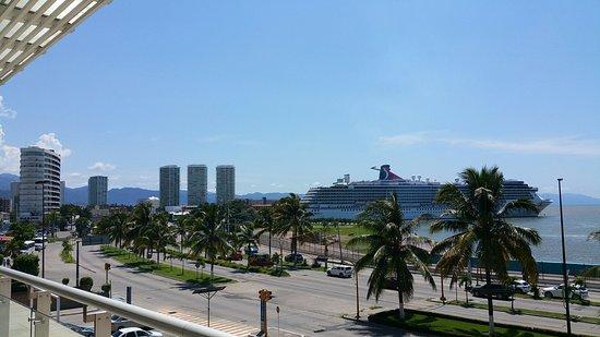 Hotel Riu Vallarta: 20150922_205751_large.jpg