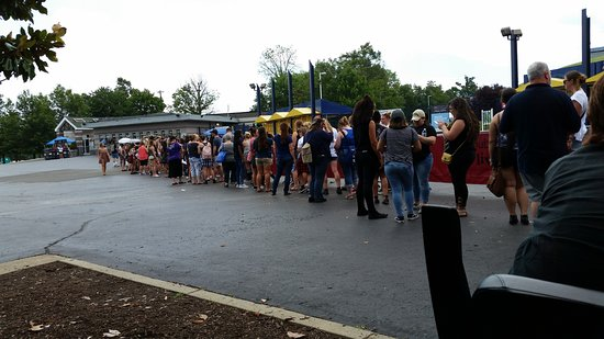 Bristow, VA: The line to get in for soundcheck
