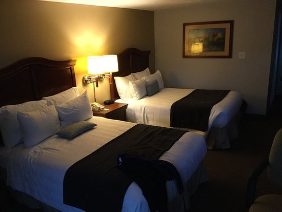 Holiday Hill Inn & Suites: photo1.jpg