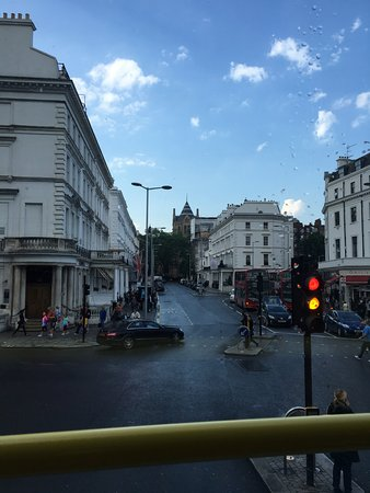 Premier Inn London Putney Bridge Hotel: Cruzando el pte.