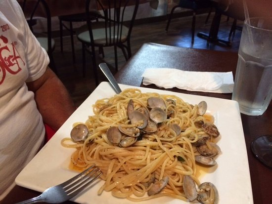 Mario's Italian Restaurant : Clams over linguini, oil and garlic sauce