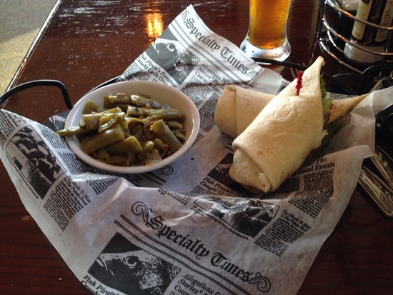 Clarksville, Индиана: Chicken Caesar Wrap and side of green beans