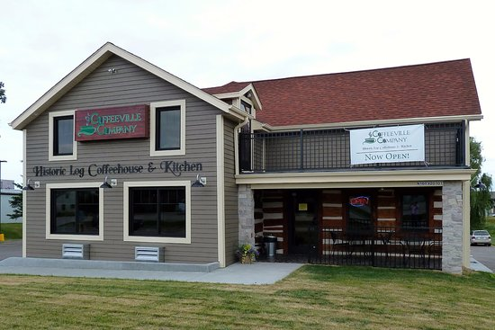 "Jackson, Висконсин: Coffeeville Company's ""Historic Log Coffeehouse & Kitchen"""