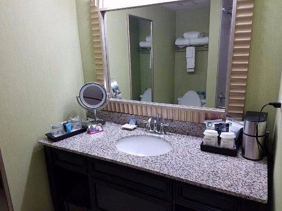 Crowne Plaza Bathroom