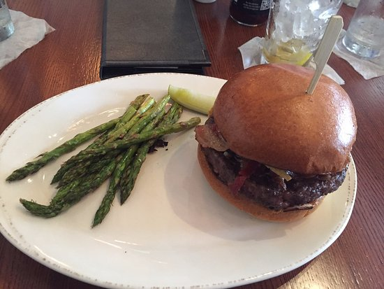 Grille on Main : Smokehouse Burger