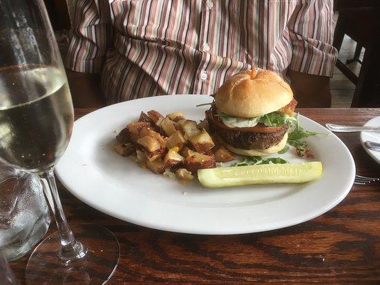 Lumberville, بنسيلفانيا: Capri burger