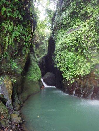 7 Air Terjun Sambangan: george behind secret garden