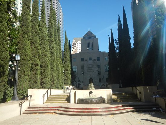 Los Angeles Central Library: 正面です