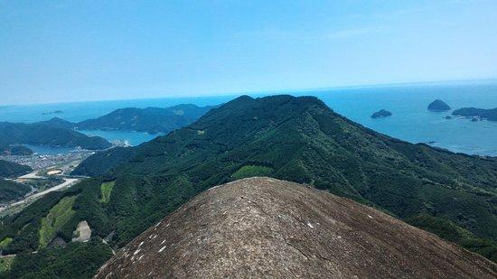 Kihoku-cho, Japón: 象ノ背の前にあるのが「天狗倉山」