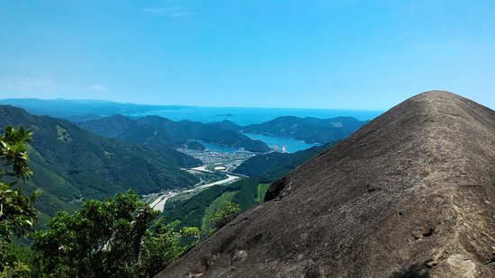 Kihoku-cho, Japón: 象ノ背からの海山方面の眺め