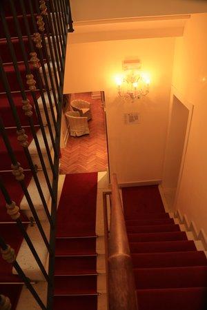 Hotel Al Duca di Venezia: 最上階に続く階段