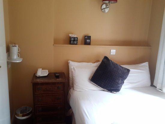 Castleton Hotel: Double room