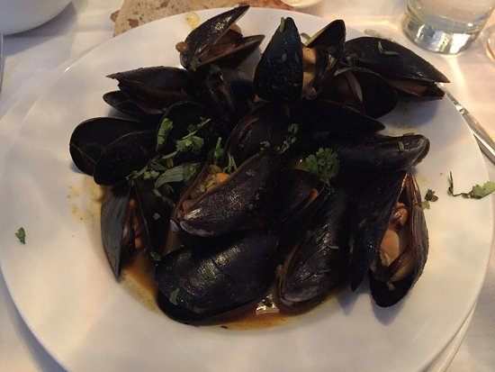 Devon's: Sweet + Spicy Coconut Curry Mussels, Lentils, Cilantro, Grilled Peasant Bread