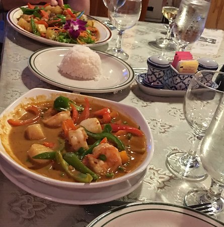 Margate, FL: Seafood special in front, & Thai duck in background