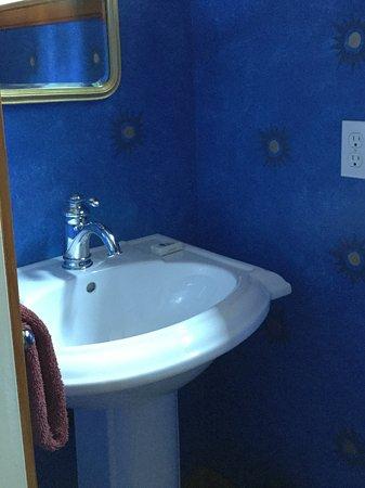 Ilwaco, WA: Downstairs powder room