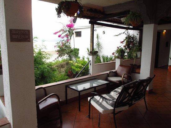 Mikaso Hotel Resto: Lounge area for rooms #8, 9, 10.