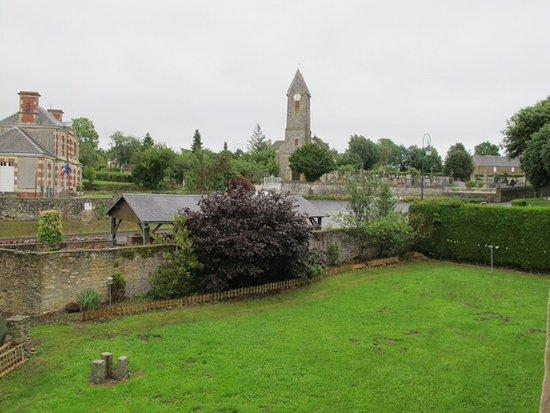 La Ferme du Pressoir : View of former school, cemetery and yard
