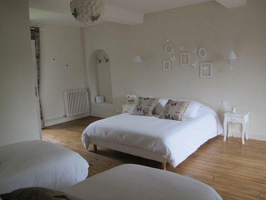 La Ferme du Pressoir : One of the 4 bedrooms