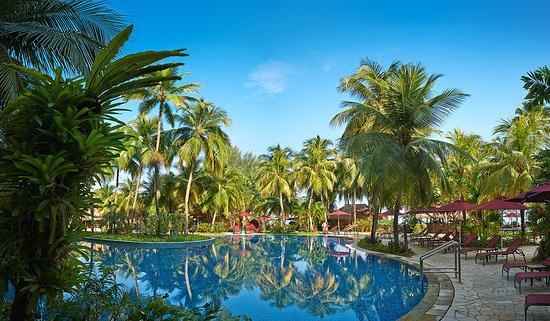PARKROYAL Penang Resort, Malaysia: Take a refreshing dip in our free form swimming pool