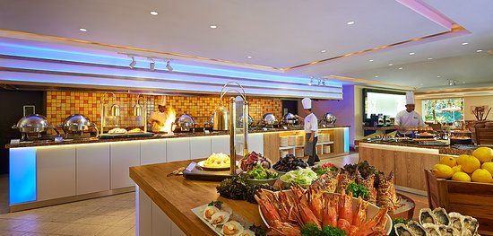 PARKROYAL Penang Resort, Malaysia: Our Tamarind Brasserie restaurant offers all day dining local and international cuisines to sati