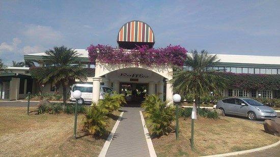 Fiji Gateway Hotel: Front entrance