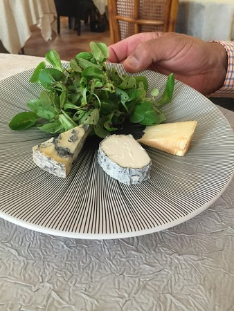 Noyant-de-Touraine, ฝรั่งเศส: Cheese plate at the end of the meal.