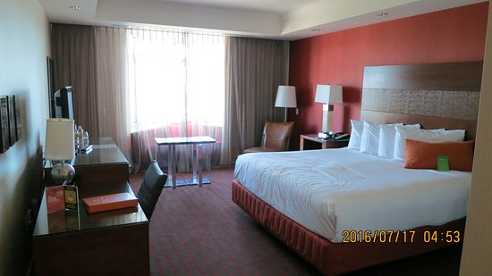 King Size Bedroom Suite - Picture of Great Cedar Hotel at Foxwoods ...
