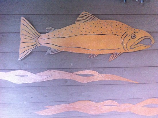 Quilcene, WA: Salmon bas relief