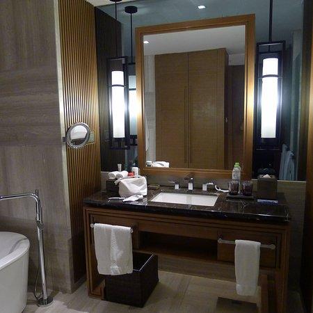Interior - Picture of Hilton Wuhan Optics Valley - Tripadvisor
