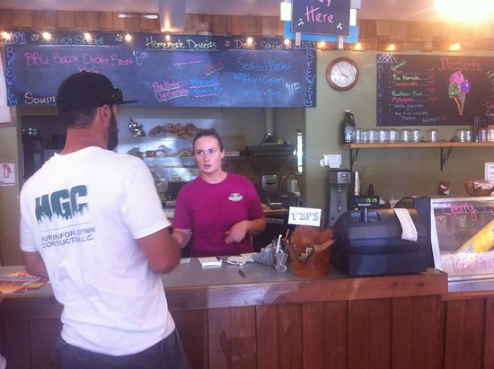 Quilcene, WA: Counter order & service