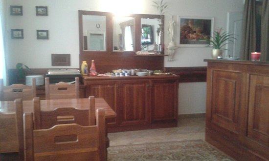 GJ Residence Na Vinohradu: sala colazione