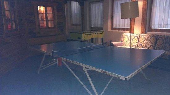 Hotel Antines: campo da pingpong incredibilmente piegato : incredibile in hotel di questo prezzo