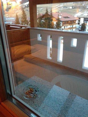 Hotel Antines: abbiamo specificato: camera non fumatori. E al nostro arrivo, troviamo...