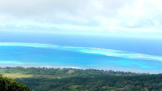Huahine, Polynésie française : Vue du mont Taitaa.