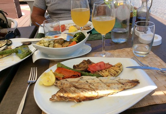 Sem Espinhas Guadiana: Grilled fish with potatoes, cauliflower, carrots