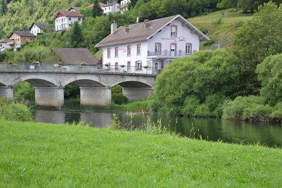 Hôtel Restaurant du Pont: hôtel au bord du Doubs