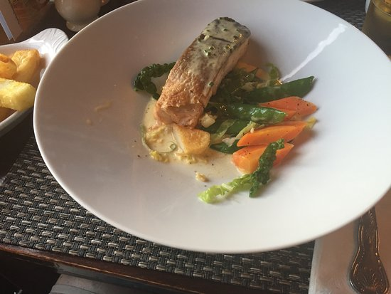 Ferrybridge Hotel: Fisch, Gemüse, Kartoffeln - alles frisch ... (und hier schon angebissen :-))