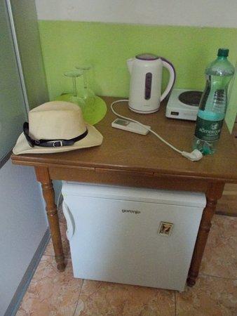 Hostel Antonio : Small fridge and water cooker