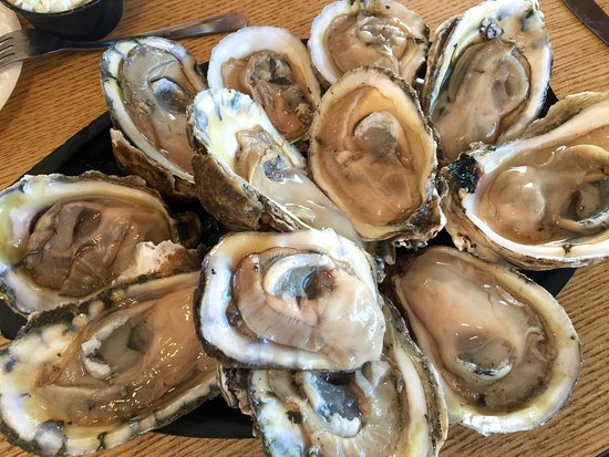Atlantic Beach, FL: Eat lokal! Eat like lokal! One doz oyster  for 5.99! Fresh and juicy! Totally friendly service.