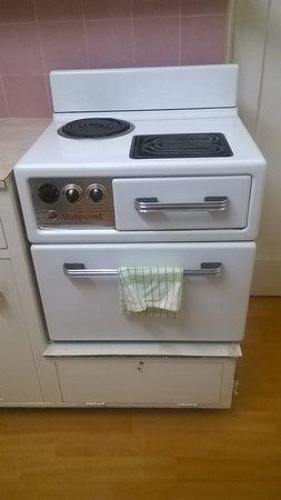 Ocean Breeze Motel : cool stove/oven