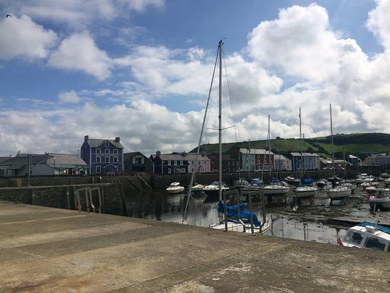 Harbourmaster Hotel: View of the Harbourmaster from across the harbour