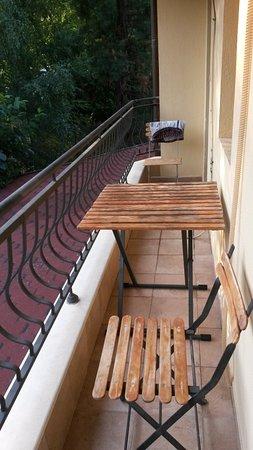Hotel Edia: Narrow, shared balcony