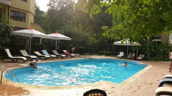 Hotel Edia: Pool in evening