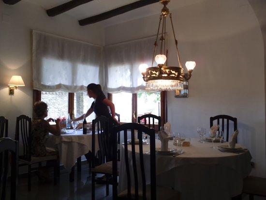 Sala comedor con todas las mesas redondas - Picture of ...