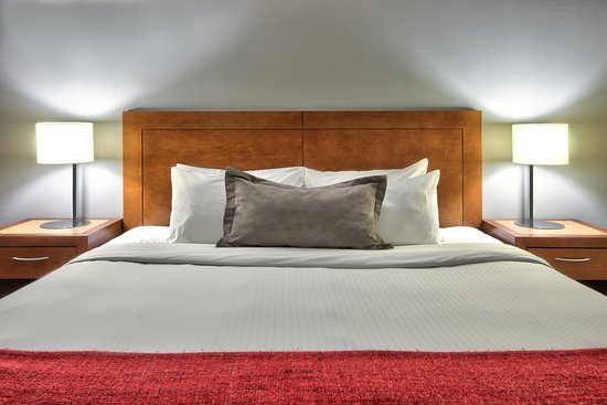 Howard Johnson by Wyndham Quebec City : Bed