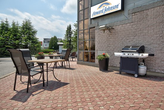 Howard Johnson by Wyndham Quebec City : Terrace